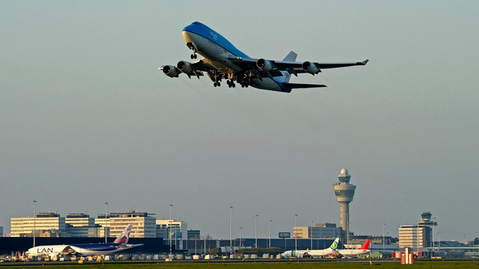 A KLM flight takes off from Schiphol Airport in Amsterdam (Reuters / United Photos / Toussaint Kluiters)