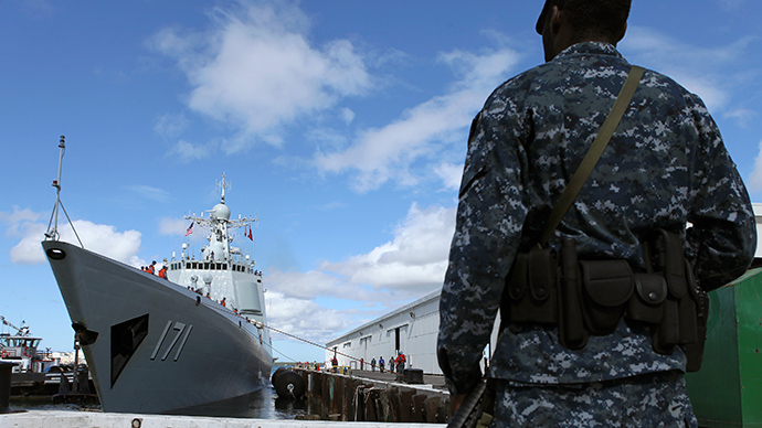 The Chinese People's Liberation Army (PLA) Navy guided missile destroyer Haikou (171) arrives at the Joint Base Pearl Harbor Hickam to participate in the multi-national military exercise RIMPAC 2014, in Honolulu, Hawaii, June 24, 2014 (Reuters / Hugh Gentry)