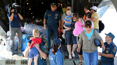 Ukrainian refugees on board Russian Emergency Ministry's aircraft in Makhachkala airport (RIA Novosti / Abdula Magomedov)
