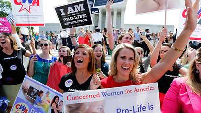 Anti-abortion demonstrators cheer as the ruling for Hobby Lobby was announced outside the U.S. Supreme Court in Washington June 30, 2014 (Reuters / Jonathan Ernst)