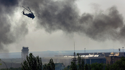 A Ukrainian helicopter Mi-24 gunship fires its cannons against anti-government forces at the main terminal building of Donetsk international airport May 26, 2014 (Reuters / Yannis Behrakis)