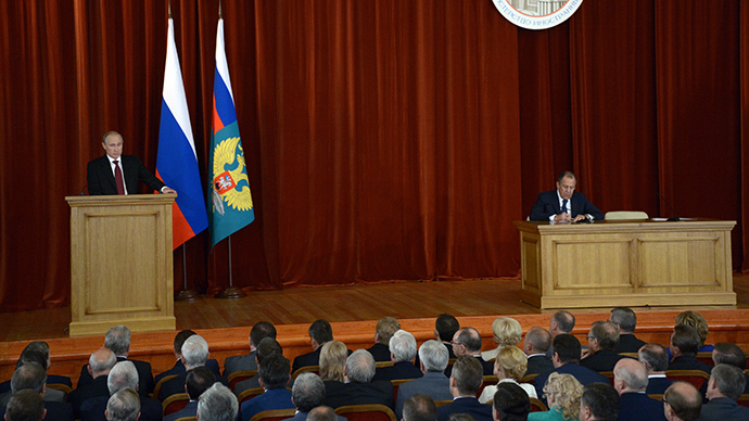 President Vladimir Putin meeting with Russian ambassadors at the Foreign Ministry mansion, July 1, 2014. Right: Foreign Minister Sergei Lavrov (RIA Novosti / Alexey Nikolsky)