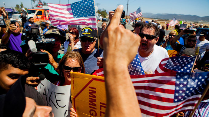 Demonstrators picketing against the arrival of undocumented migrants who were scheduled to be processed at the Murrieta Border Patrol Station block the buses carrying the migrants in Murrieta, California July 1, 2014.(Reuters / Sam Hodgson )