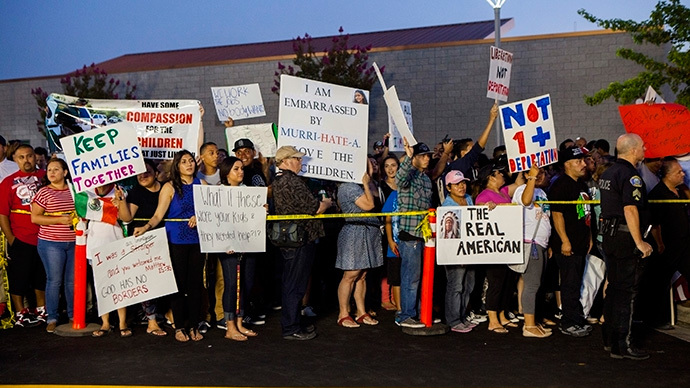 Residents and protestors attend a town hall meeting to discuss the processing of undocumented immigrants in Murrieta, California (Reuters / Sam Hodgson)