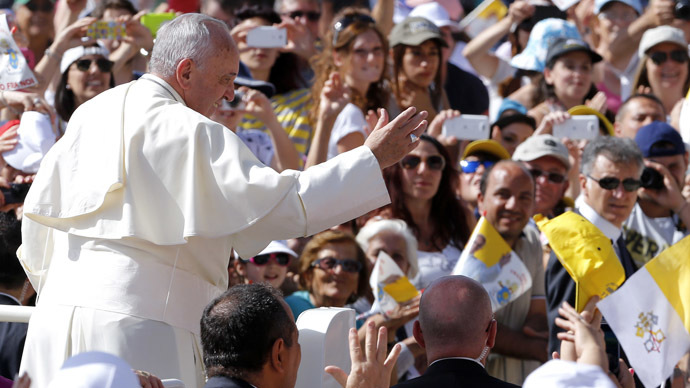 Pope Francis waves to the faithful as he arrives to lead a mass in Campobasso, south of Italy, July 5, 2014. (Reuters/Giampiero Sposito)