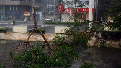 At least 10 killed, more than 370,000 evacuated as powerful typhoon hits Philippines (PHOTOS, VIDEO)