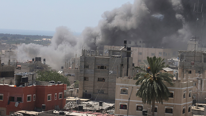 Smoke rises following what witnesses said was an Israeli air strike on a house in Rafah in the southern Gaza Strip July 14, 2014 (Reuters / Ibraheem Abu Mustafa)