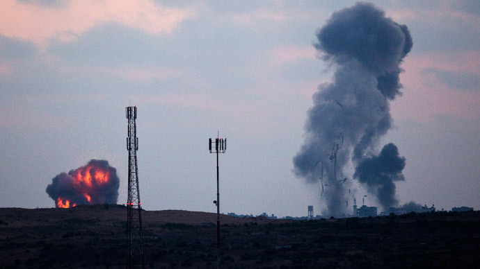 Smoke rises after an Israeli air strike in northern Gaza July 8, 2014. (Reuters / Amir Cohen)
