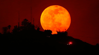 Stunning 'supermoon' dazzling viewers, rocks social media (PHOTOS)