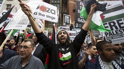 Demonstrators shout during a protest against Israel's air strikes in Gaza, in London July 11, 2014 (Reuters/Neil Hall). Video: Marseille protesters call for end to Israeli strikes on Gaza on July 12, 2014 (RUPTLY, France)