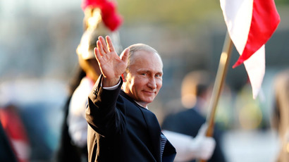 Russia's President Vladimir Putin waves as he leaves the Itamaraty Palce after the 6th BRICS summit and the Union of South American Nations (UNASUR), in Brasilia July 16, 2014. (Reuters / Ueslei Marcelino )