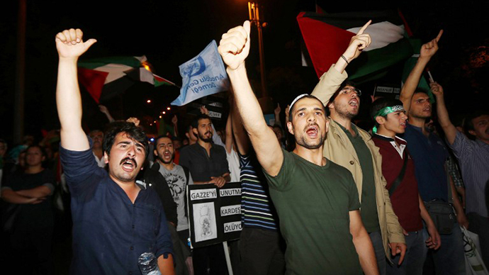 Demonstrators shout slogans in front of the Israeli Embassy in Ankara, as they protest against Israel's military action in Gaza, on July 18, 2014. (AFP Photo / Adem Altan)