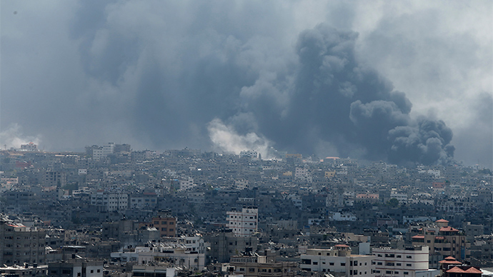 Smoke rises during what witnesses said were heavy Israeli shelling at the Shejaia neighbourhood in Gaza City July 20, 2014 (Reuters / Mohammed Salem)