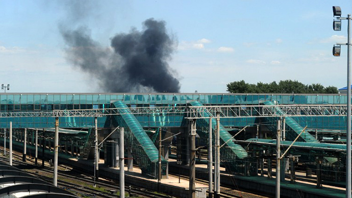 Smoke rises over the train station on July 21, 2014 as intense shelling rocked the area, in Donetsk in eastern Ukraine. (AFP Photo / Dominique Faget)