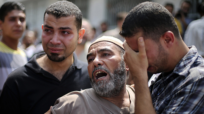 The father (C) of Palestinian man Zakareya al-Ashqar, who medics said was killed during heavy Israeli shelling, reacts outside a hospital morgue in Gaza City July 21, 2014. (Reuters / Mohammed Salem)