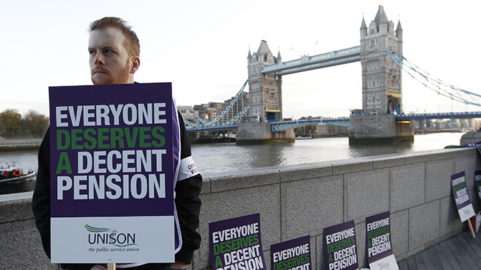 A picket stands outside City Hall in central London (Reuters / Chris Helgren)