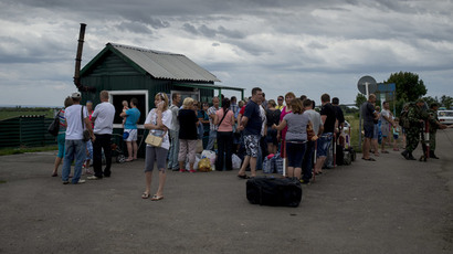 Refugees at the Severny border checkpoint in the Lugansk region. (RIA Novosti / Valeriy Melnikov)