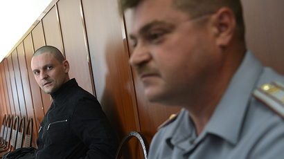 Opposition leader Sergei Udaltsov, left, charged with organizing mass riots at the Moscow City Court hearing on the merits of Udaltsov and Razvozzhayev's criminal case July 24, 2014 (RIA Novosti / Ramil Sitdikov)