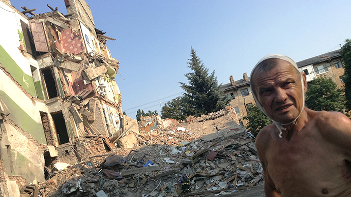 Viktor Stepanenko (69 years) by his house in the township of Snezhnoye that was destroyed by a Ukrainian rocket. (RIA Novosti)