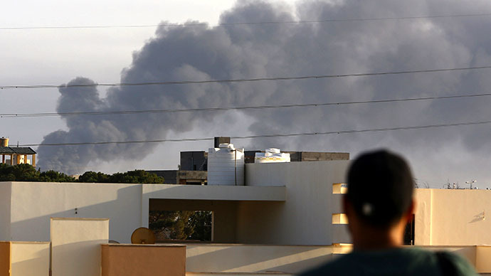Smoke billows from an area near Tripoli's international airport as fighting between rival factions around the capital's airport continues on July 24, 2014. (AFP Photo / Mahmud Turkia)