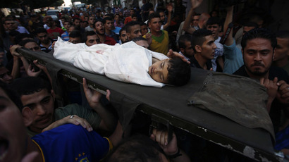 Palestinians carry the body of a boy who was killed in an explosion, during his funeral at Shati refugee camp in Gaza City July 28, 2014. (Reuters/Mohammed Salem)