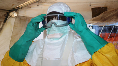 A picture taken on June 28, 2014 shows a member of Doctors Without Borders (MSF) putting on protective gear at the isolation ward of the Donka Hospital in Conakry, where people infected with the Ebola virus are being treated. (AFP Photo)