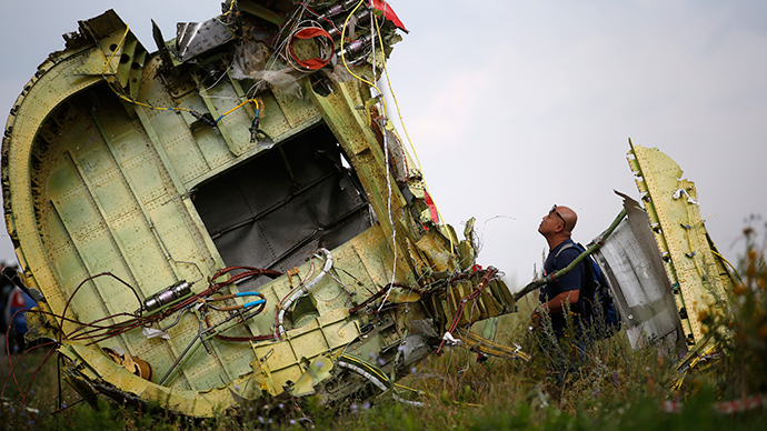 Dutch, Australian experts reach MH17 crash site for 1st time
