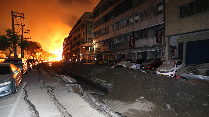 A blast rips through the city of Kaohsiung in southern Taiwan early on August 1, 2014. (AFP Photo / Stringer)