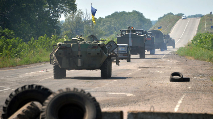 Ukrainian troops patrol near the eastern Ukrainian city of Debaltseve in the Lugansk region on August 1, 2014. (AFP Photo / Genya Savilov )