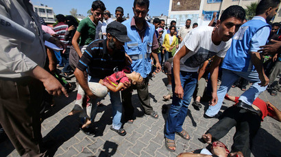 A Palestinian carries the dead body of a girl following what witnesses said was an Israeli air strike at a United Nations-run school, where displaced Palestinians take refuge, in Rafah in the southern Gaza Strip August 3, 2014.(Reuters / Ibraheem Abu Mustafa)