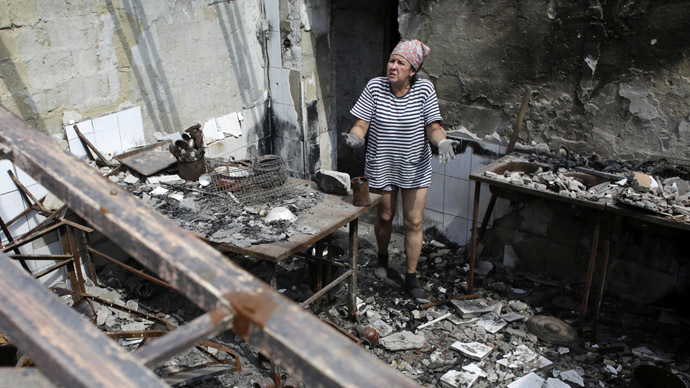 A woman gestures as she removes debris from a cafe, which was destroyed during fightings between Ukrainian and anti-Кiev forces, in the eastern Ukrainian city of Slavyansk, in the region of Donetsk, on August 5, 2014. (AFP Photo)
