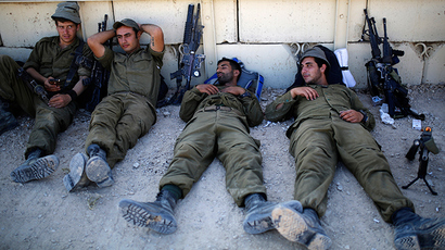 Israeli soldiers rest near the border with Gaza August 6, 2014 (Reuters / Amir Cohen)