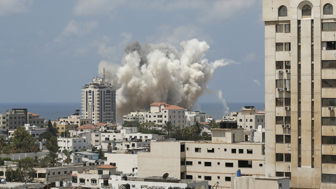 Smoke rises following what witnesses said was an Israeli air strike in Gaza City August 9, 2014. (Reuters / Suhaib Salem)
