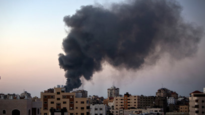 Smoke raises over Gaza City after an Israeli airstrike in Gaza city on August 10, 2014. (AFP Photo / Mahmud Hams)