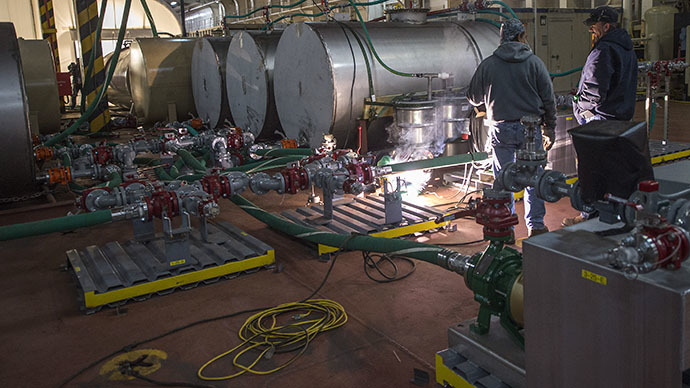 File photo. Contractors work the Field Deployable Hydrolysis System (FDHS) onboard the M/V Cape Ray in the cargo bay of the ship, in Portsmouth, Virginia. (AFP Photo / Jim Watson)
