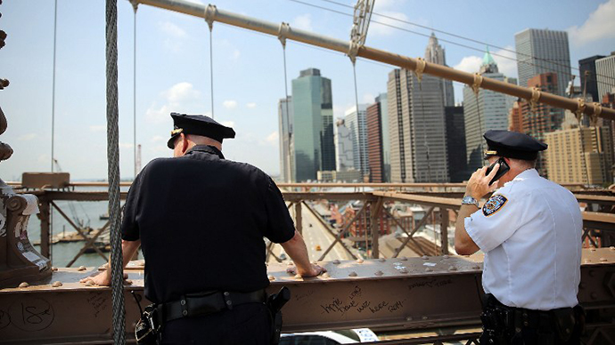 Police stop along the Brooklyn Bridge following the discovery of a pair of white flags that appeared overnight atop the two towers of the Brooklyn Bridge replacing the American flags on July 22, 2014 in New York City. (AFP Photo / Getty Images / Spencer Platt)