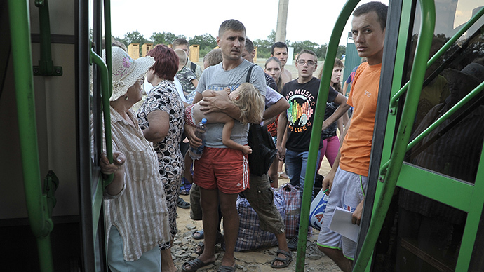 Refugees from south-eastern Ukraine wait as they arrive at a refugee camp set in the Russian border city of Donetsk near Rostov on Don, on August 6, 2014. (AFP Photo / Andrey Kronberg)