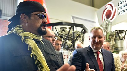 "US action movie actor Steven Seagal and Russian Deputy Prime Minister Dmitry Rogozin (R) take part in the military exhibition ""Oboronexpo-2014"" in Zhukovsky outside Moscow, on August 14, 2014. (AFP Photo / Kirill Kudryavtsev)"