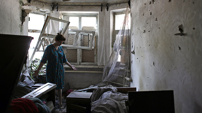 A woman reacts as stands in her destroyed flat on August 14, 2014 in the small eastern Ukrainian city of Vuglegirsk, freed by the Ukraine's forces three days ago, in the Donetsk region. (AFP Photo / Anatolii Stepanov)
