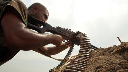 A Shiite fighter loyal to Iraqi Shiite cleric Moqtada al-Sadr, holds a position as they back the Iraqi army in the fight against Islamic State (IS) militants after re-taking control of an area in the Jurf al-Sakher district about 65 kilometres south of Baghdad on August 18, 2014. (AFP Photo /Ali Al-Saadi)