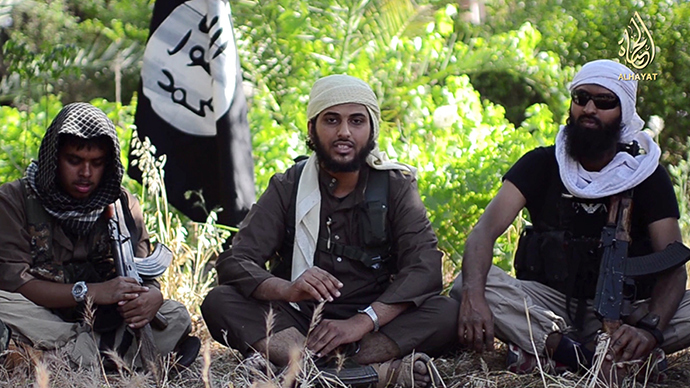 "An image grab uploaded on June 19, 2014 by Al-Hayat Media Centre shows Abu Muthanna al-Yemeni (C), believed to be Nasser Muthana, a 20-year-old man from Cardiff, Wales, speaking in an online video titled ""There is no life without Jihad"" from an undisclosed location (AFP Photo / HO)"
