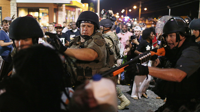 Police officers arrest a demonstrator on August 19, 2014 in Ferguson, Missouri (AFP Photo / Joe Raedle)