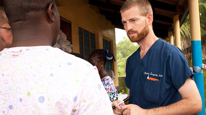 This undated handout photo obtained July 30, 2014 courtesy of Samaritan's Purse shows Dr. Kent Brantly near Monrovia, Liberia (AFP Photo / Samaritan's Purse / HO)