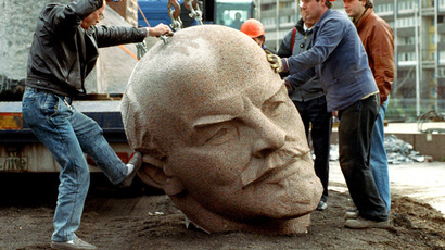 Workers put on November 13, 1991 in Berlin to remove - using a crane - the granite head of the Russian revolutionary leader Lenin on the road. (AFP Photo/DPA)