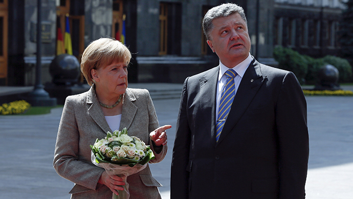 Ukraine's President Petro Poroshenko (R) meets with German Chancellor Angela Merkel in Kiev August 23, 2014.  (Reuters / Gleb Garanich)