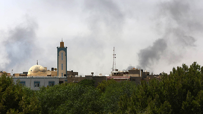 Black smoke is seen in the area of Tripoli's international airport, on August 20, 2014 (AFP Photo / Mahmud Turkia)