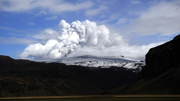 ARCHIVE PHOTO: Smoke and ash bellow from Eyjafjallajokull volcano as it is seen from Asolfsskali, Iceland, on April 23, 2010 (AFP Photo / Emmanuel Dunand)