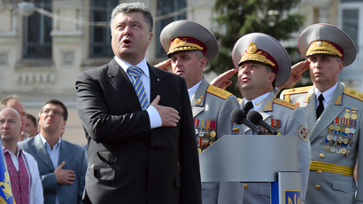 Ukrainian President Petro Poroshenko and the supreme command staff sing the national anthem during a military parade marking the 23rd anniversary of Ukraine's independence in the center of Kiev on August 24, 2014. (AFP Photo / Sergei Supinsky)