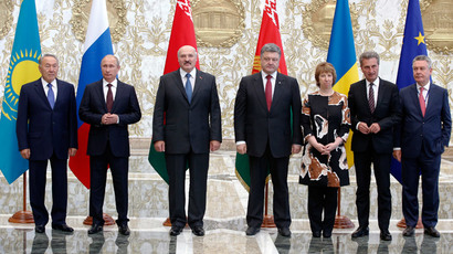 (L-R) Kazakhstan's President Nursultan Nazarbayev, Russia's President Vladimir Putin, Belarus' President Alexander Lukashenko, Ukraine's President Petro Poroshenko, European Union foreign policy chief Catherine Ashton, European Commissioner for Energy Gunther Oettinger, and European Commissioner for Trade Karel De Gucht pose for a family photo during their meeting in Minsk, August 26, 2014.(Reuters / Grigory Dukor )