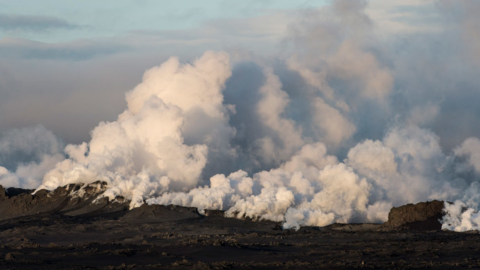 Steam and smoke rise over a 1-km-long fissure in a lava field north of the Vatnajokull glacier, which covers part of Bardarbunga volcano system.(Reuters / Marco Nescher)